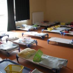 Le dortoir de l'école maternelle